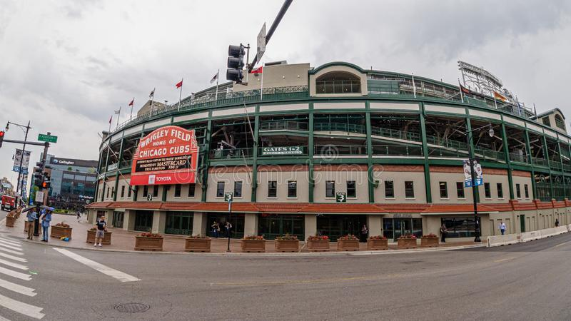 Estadio de béisbol del campo de Wrigley - hogar de los Chicago Cubs - CHICAGO, los E.E.U.U. - 10 DE JUNIO DE 2019 foto de archivo libre de regalías