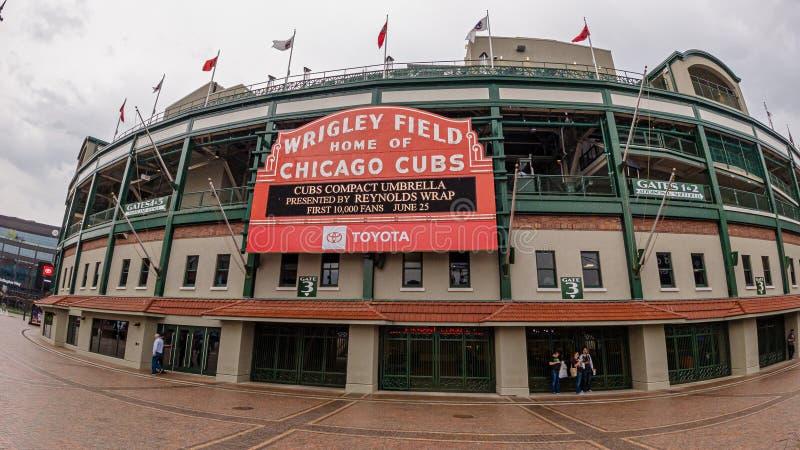 Estadio de béisbol del campo de Wrigley - hogar de los Chicago Cubs - CHICAGO, los E.E.U.U. - 10 DE JUNIO DE 2019 imagen de archivo