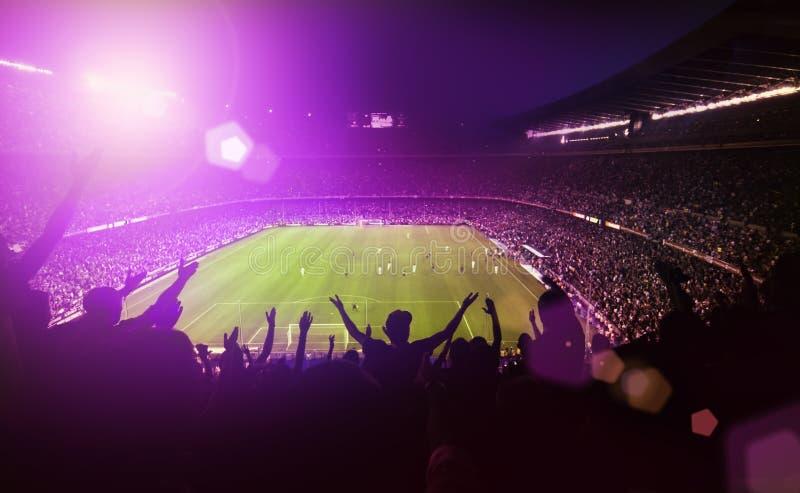 Estadio de fútbol apretado imagenes de archivo