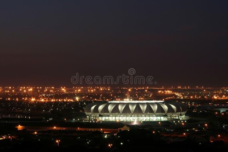 Estadio de fútbol en la noche imagen de archivo libre de regalías