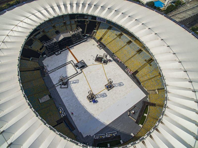 Estadio de Maracana F?tbol brasile?o Estadios de f?tbol en el mundo Estadio de Maracana con acontecimiento de la m?sica imagen de archivo libre de regalías