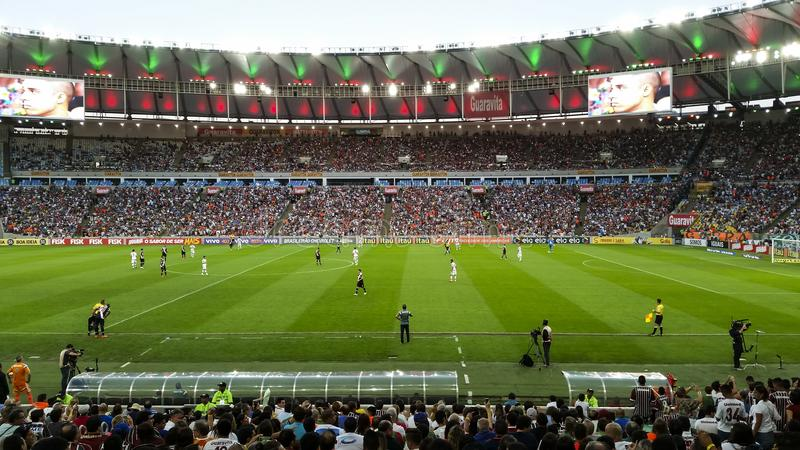 Estadio de Maracana juego Fluminense y Vasco imagenes de archivo