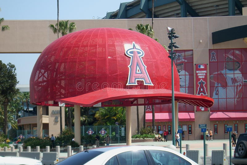 Estadio del ángel del Los Angelas de Anaheim - casquillos gigantes foto de archivo