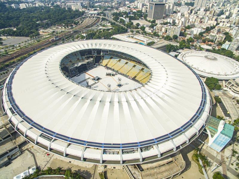 Estadios de fútbol en el mundo Estadio de Maracana con acontecimiento de la música foto de archivo