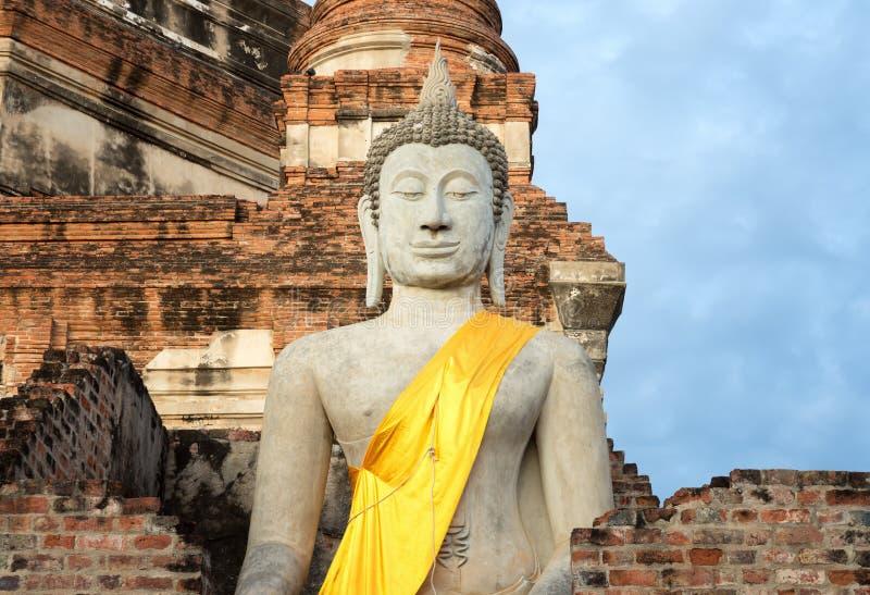Estado de Buddha no chaimongkol de yai do wat imagens de stock