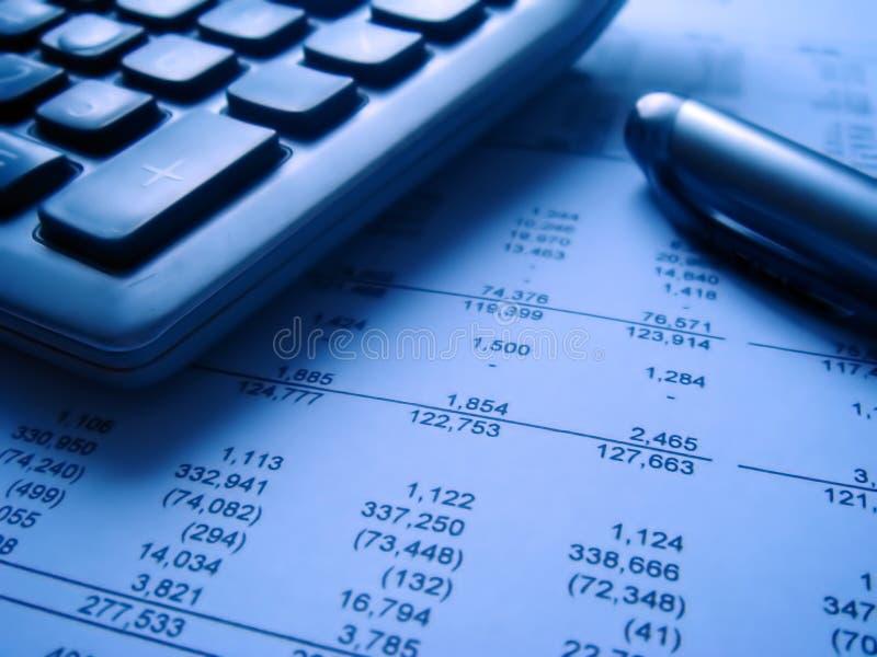 Estado financiero con calcu fotografía de archivo libre de regalías