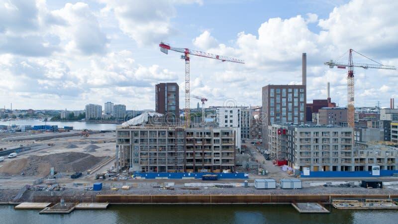 Estado real Construções novas no centro de Helsínquia, Sompasaari imagem de stock royalty free