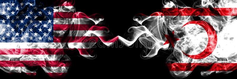 Estados Unidos da América contra as bandeiras místicos fumarentos do norte de Chipre colocadas de lado a lado r ilustração do vetor