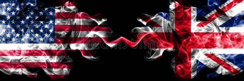 Estados Unidos da América contra Reino Unido, bandeiras místicos fumarentos britânicas colocadas de lado a lado Bandeiras de s ilustração do vetor