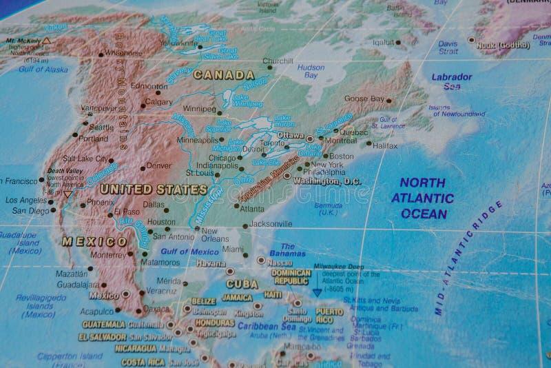 Estados Unidos no fim acima no mapa Foco no nome do país Efeito do Vignetting imagem de stock royalty free