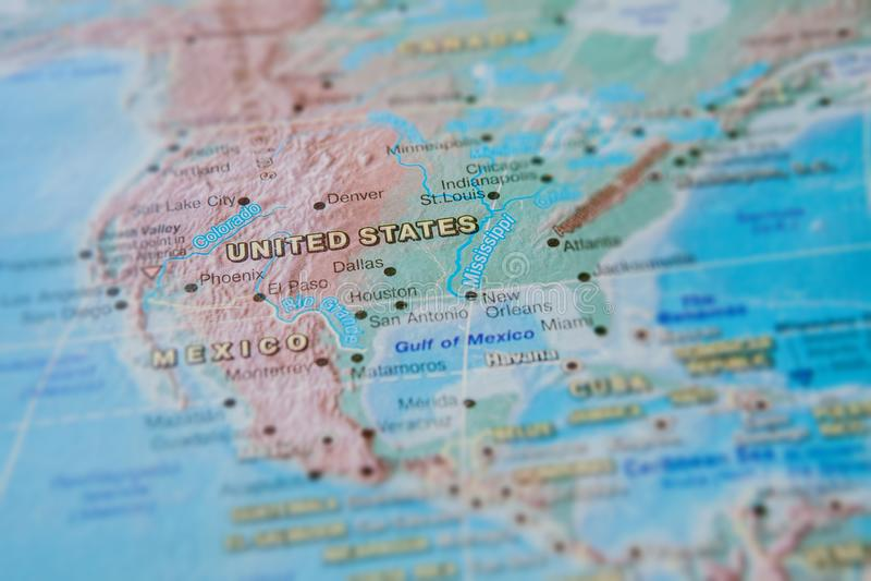 Estados Unidos no fim acima no mapa Foco no nome do pa?s Efeito do Vignetting imagem de stock