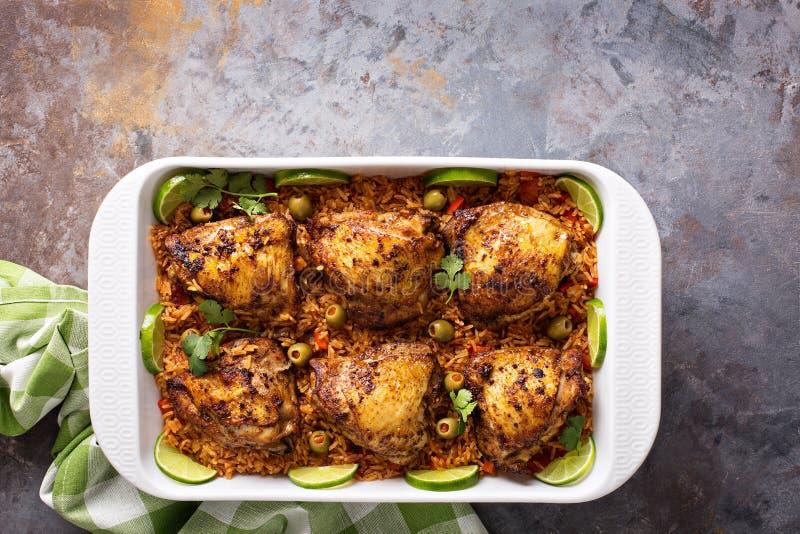 Estafa de Arroz Pollo, pollo chamuscado con arroz español foto de archivo