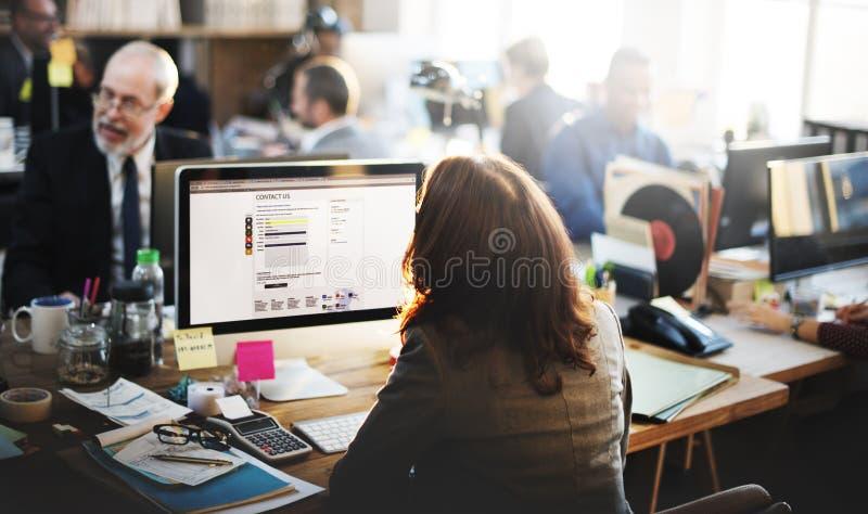 Estafa en línea de trabajo de la comunicación de la oficina del servicio de atención al cliente de la ayuda imagen de archivo