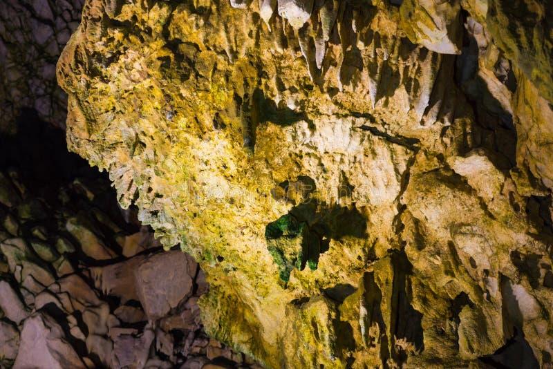 Estalactitas y estalagmitas en la cueva de Dirou, Grecia imágenes de archivo libres de regalías
