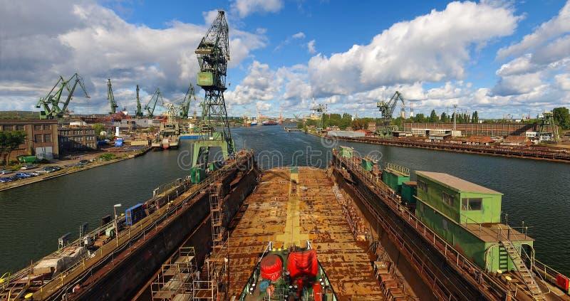 Estaleiro de Gdansk em um panorama imagem de stock