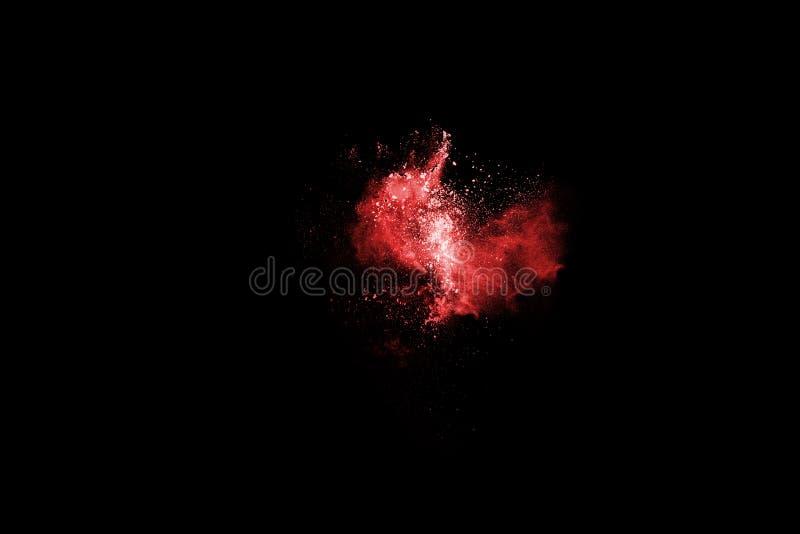 Estallido rojo del polvo, aislado en fondo negro fotos de archivo libres de regalías