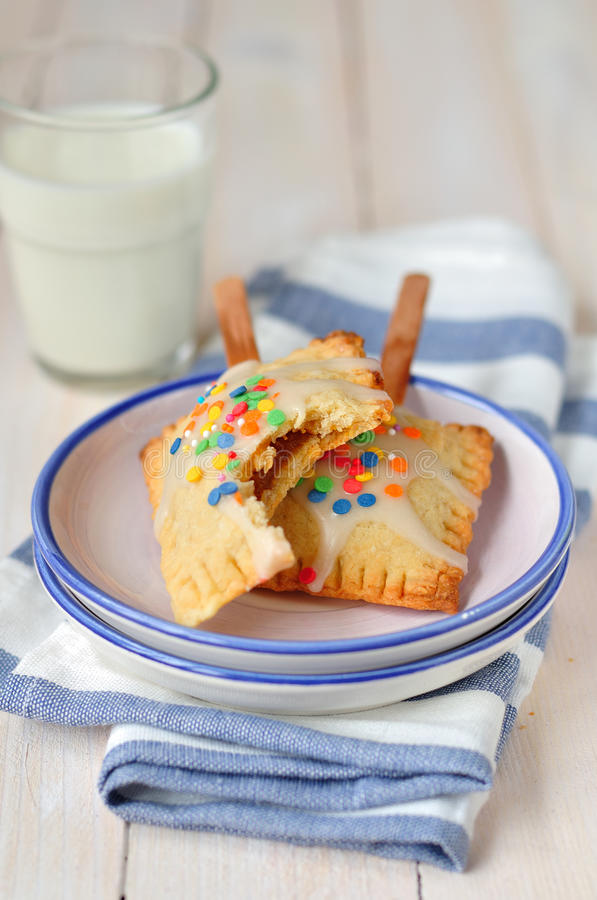 Estallido-Tartas con leche fotografía de archivo libre de regalías
