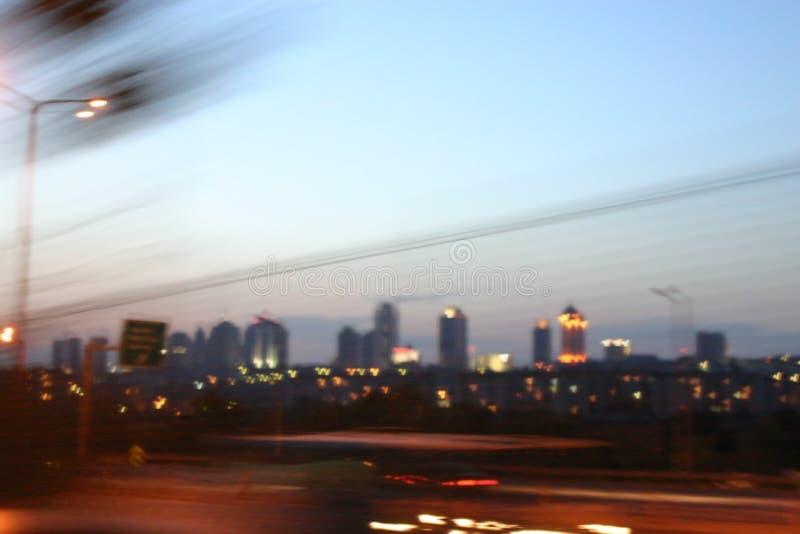 Estambul céntrica en la noche - borrosa fotos de archivo