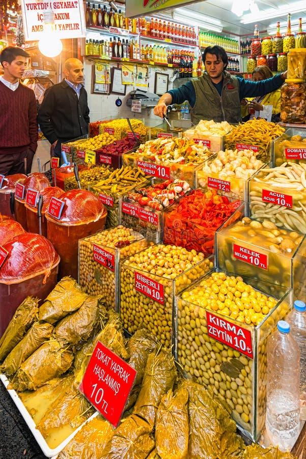 ESTAMBUL - NOV, 21: El bazar de la especia o el bazar egipcio es un o foto de archivo libre de regalías