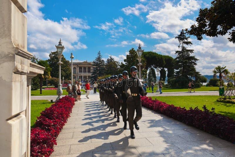 ESTAMBUL, TURQUÍA - AVGUST 28: El Guardia Nacional marcha en Dolmabah imágenes de archivo libres de regalías