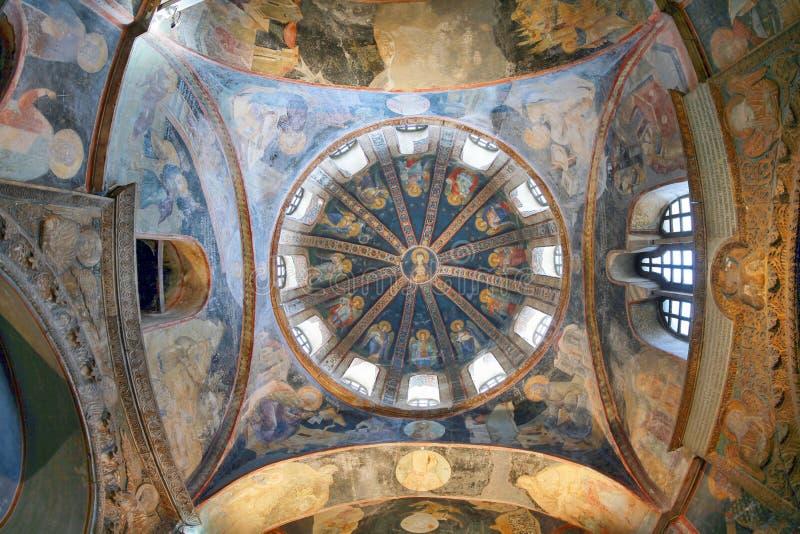 ESTAMBUL, TURQUÍA - 25 DE MARZO DE 2012: Techo de la iglesia de Cristo el salvador imagenes de archivo