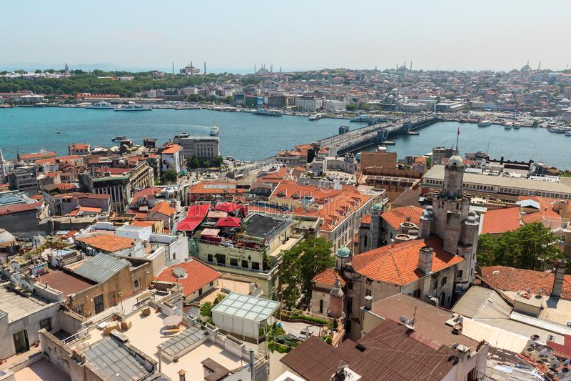 Estambul, Turquía/9 de mayo de 2016: Opinión de la ciudad de Estambul de la torre de Galata imagen de archivo