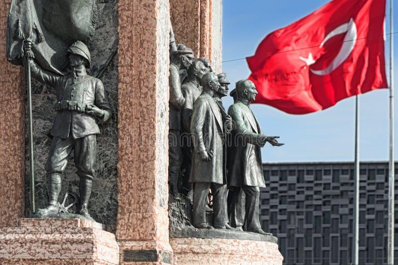 ESTAMBUL, TURQUÍA - 21 DE NOVIEMBRE: Estatua del líder anterior Ataturk i fotos de archivo libres de regalías