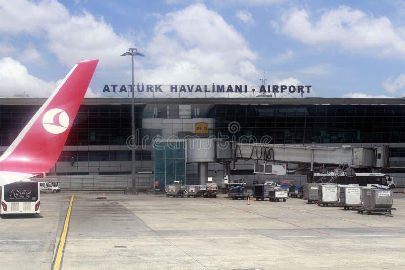 ESTAMBUL, TURQUÍA - líneas aéreas de Turkisk - aeropuerto de Ataturk fotos de archivo libres de regalías
