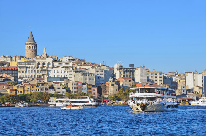 Estambul, Turquía, octubre, 19, 2013 Travesías de Bosphorus foto de archivo