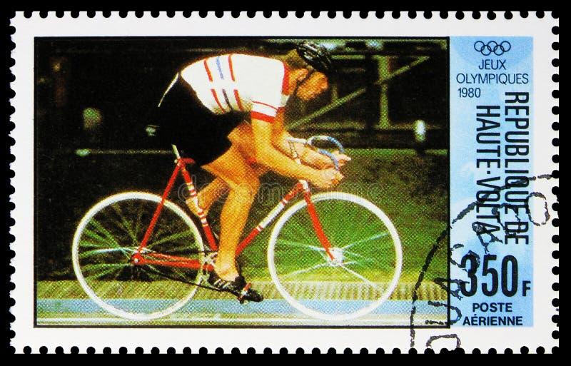 Estampado en el alto Volta Burkina-Faso muestra Track Cycling, Dill-BundiSwitzerland, serie de los Juegos Olímpicos, alrededor de fotos de archivo