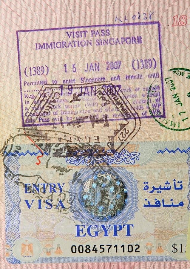 estampilles égyptiennes de singaporean de passeport photographie stock libre de droits