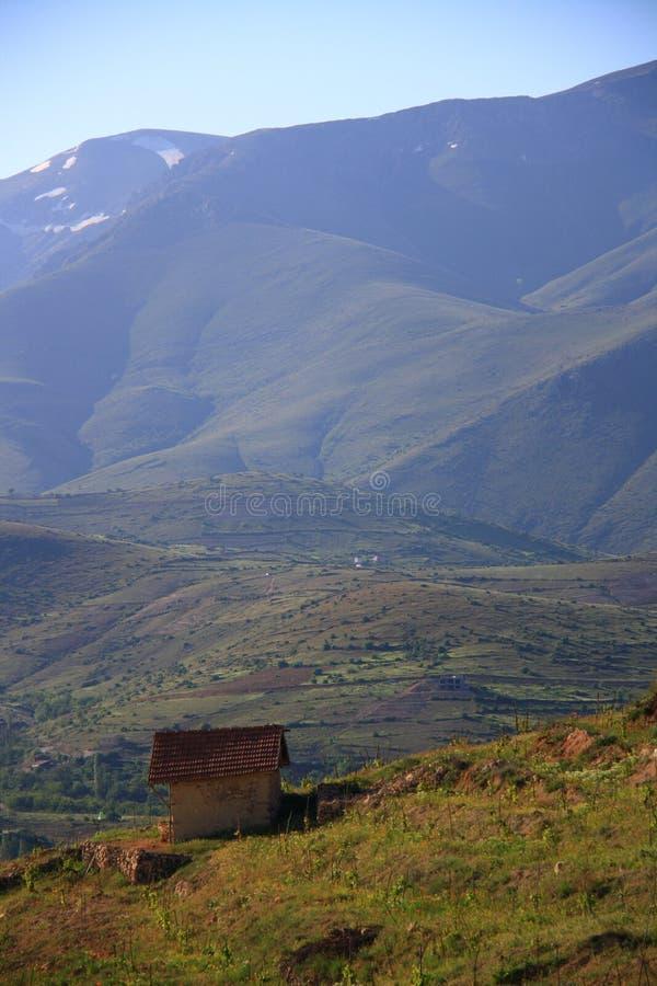 Estancia en el top de la colina imagen de archivo libre de regalías