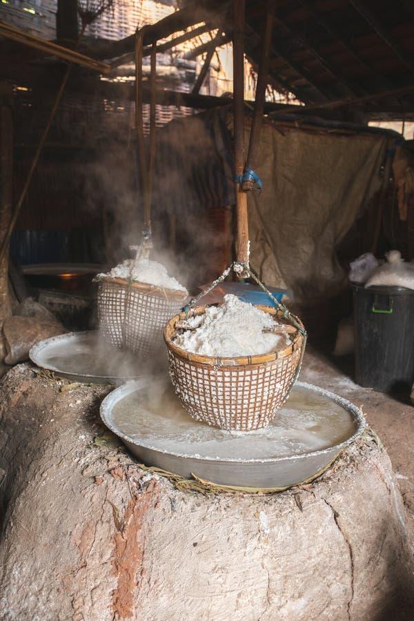 Estanque de sal de Sinthao Bo kluea thai imagen de archivo