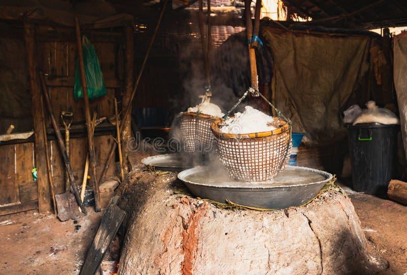Estanque de sal de Sinthao Bo kluea thai fotos de archivo libres de regalías