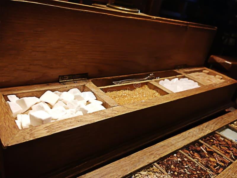 Estante con los dulces y las especias foto de archivo libre de regalías
