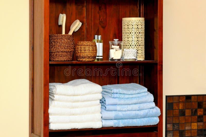 Estante del cuarto de baño fotografía de archivo