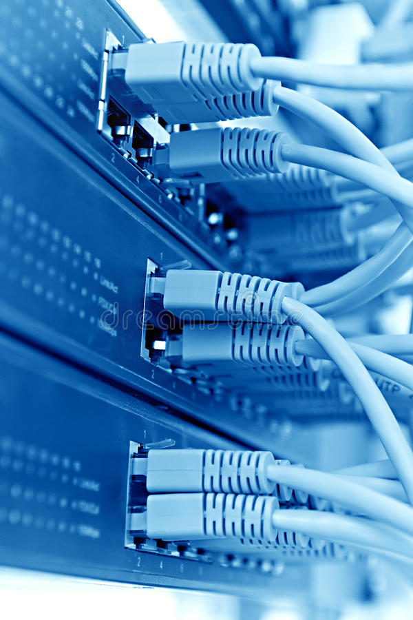 Estante con los cordones, tono azul del servidor del panel de remiendo fotos de archivo