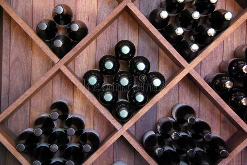Estante diagonal del vino fotografía de archivo