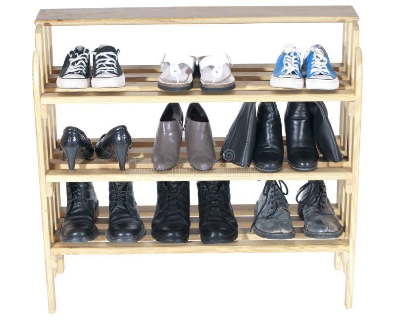 Estantes de madera con los zapatos imagen de archivo libre de regalías