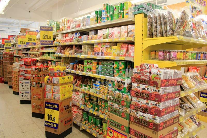 Estantes del supermercado imagen de archivo libre de regalías