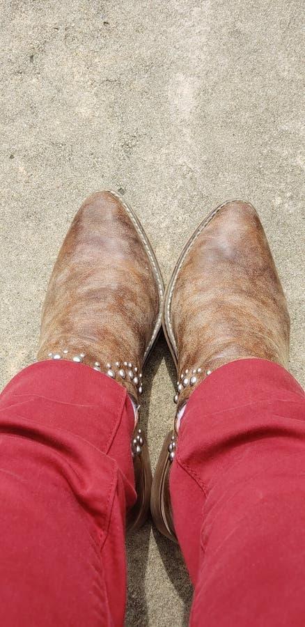 Estas botas foram feitas para brilhar e dar-me os pés imagem de stock royalty free