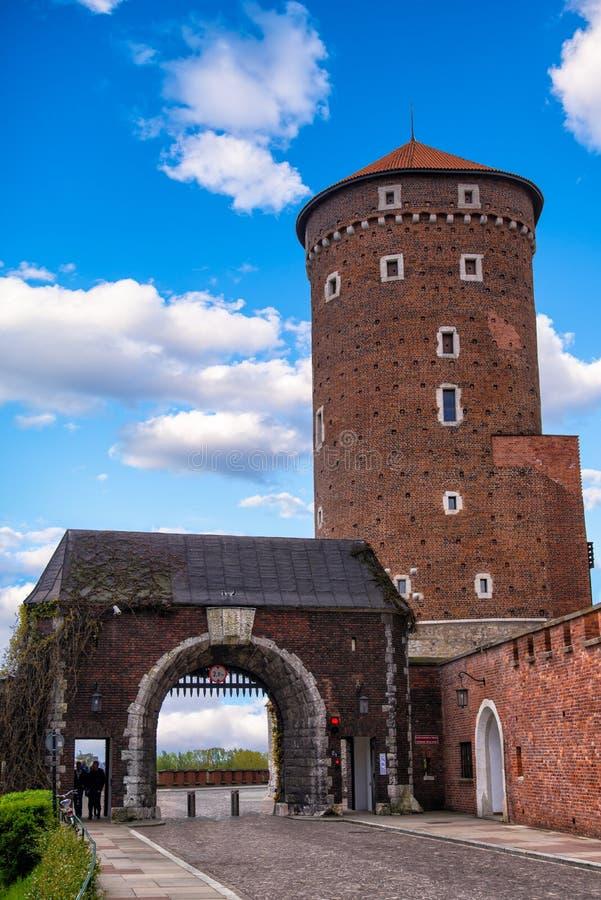 Estasi il portone nel castello di Wawel Cracovia maggio 2017 Cracovia, Polonia fotografia stock libera da diritti
