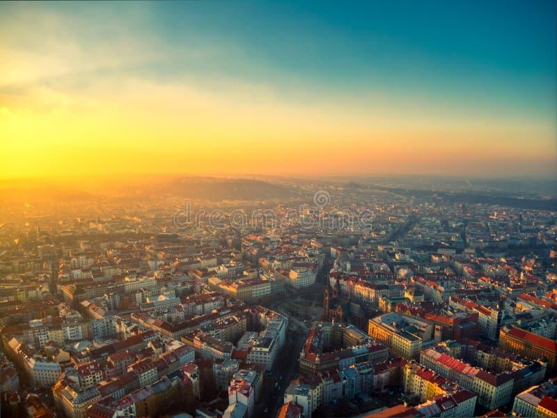 Estate aerea di Praga durante il giorno soleggiato di miru di namesti fotografia stock