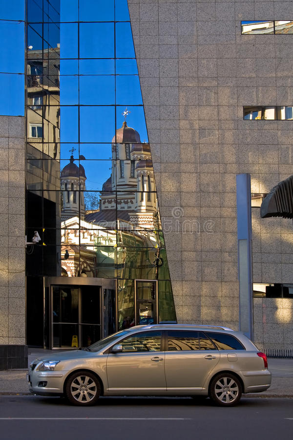 Download Estate Car In Front Of Office Building Stock Image - Image: 16896969