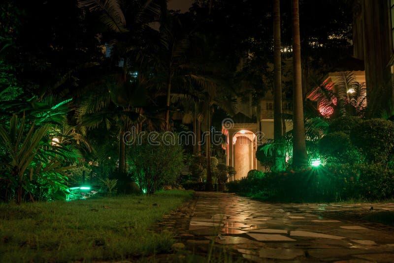 Estate della Cina sull'isola wuchichan durante la notte nei colori fantastici fotografia stock