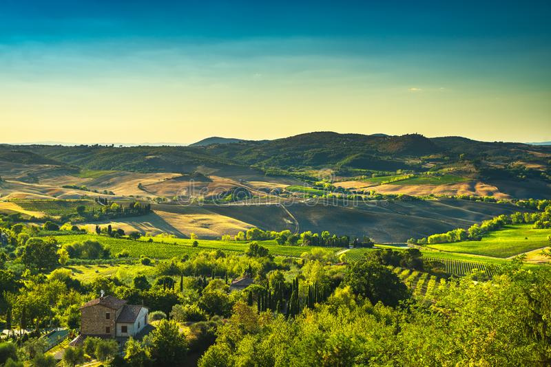 Estate della Toscana, panorama della campagna di Montepulciano Siena, Italia immagini stock libere da diritti