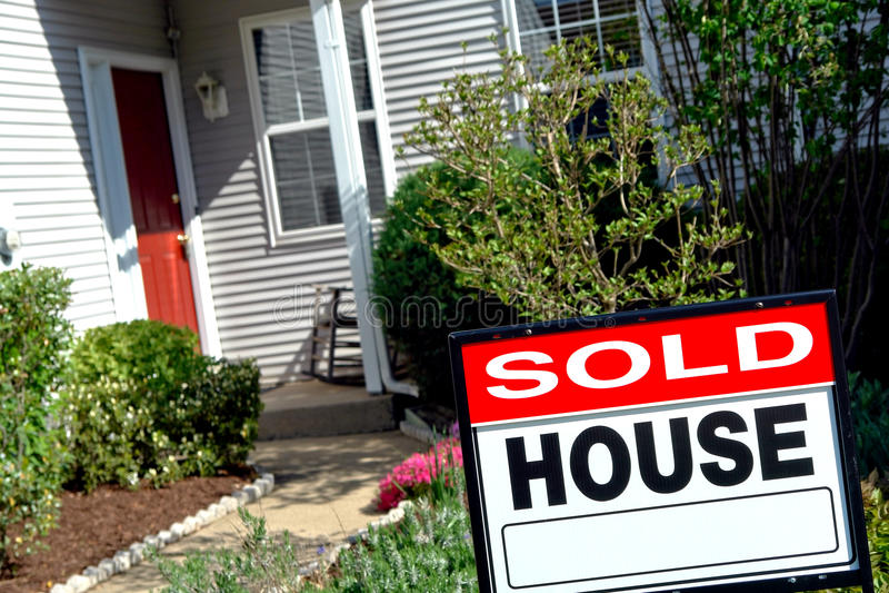 estate house real sign sold στοκ εικόνες με δικαίωμα ελεύθερης χρήσης
