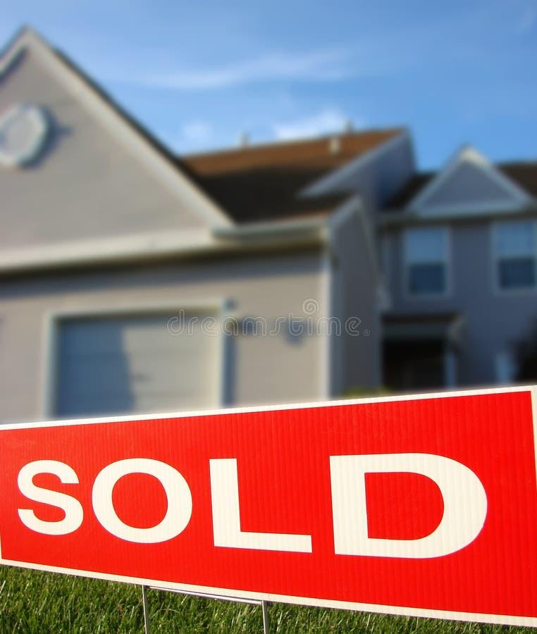 estate house real sign sold στοκ εικόνα