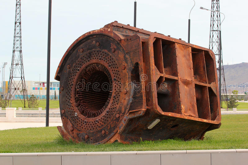 Estator oxidado velho do grande gerador bonde fotografia de stock royalty free