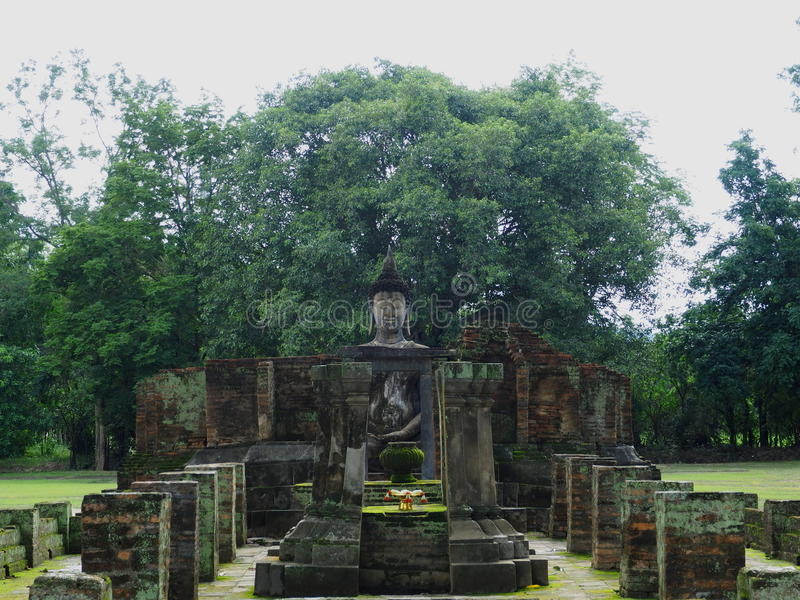 Estatua antigua de Buddha fotografía de archivo